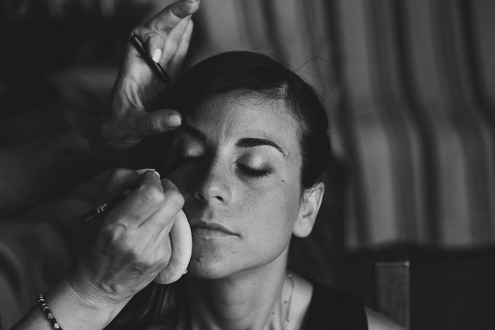 Wedding photography Tuscany - preparation of the bride